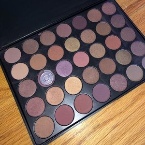 Taupe eyeshadow palette